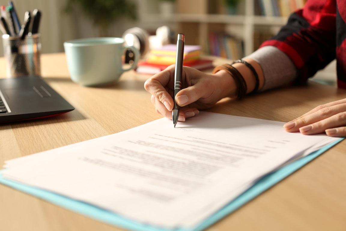 Podpisywanie umowy zdjęcie do artykułu